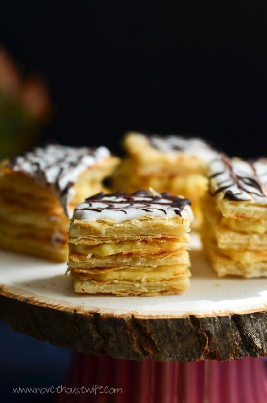Le mille-feuilles est né rue du bac à Paris en 1867. Son nom vient des couches de pâte feuilletée qui forment comme des feuilles délicieuses. Cette pâtisserie est fourrée d'une crème pâtissière à la vanille et aromatisée au rhum.