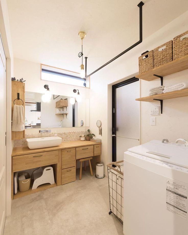 * 我が家の洗面所。こちらもプロの方に撮ってもらった作品← * きっと世界一使いやすいんじゃないかなと思うほどの洗面所。 動線にもこだわったので洗面所の隣はファミリークローゼット。 ファミリークローゼットから、洗濯物干し場に出られるので、干すのも取り込むのも、畳んでしまうのもチョチョイのチョイ←です。 * 洗濯機の上にあるカゴはニトリ。 棚にぴったりおさまってます。こちらにはストックシャンプーやタオルなど入れてます✧ * #洗面所 #洗面所インテリア #洗面 #洗面台 #注文住宅 #アイアン #脱衣所 #棚 #ニトリ #住居 #新築一戸建て #新築 #マイホーム #home #myhome #mygoodroom