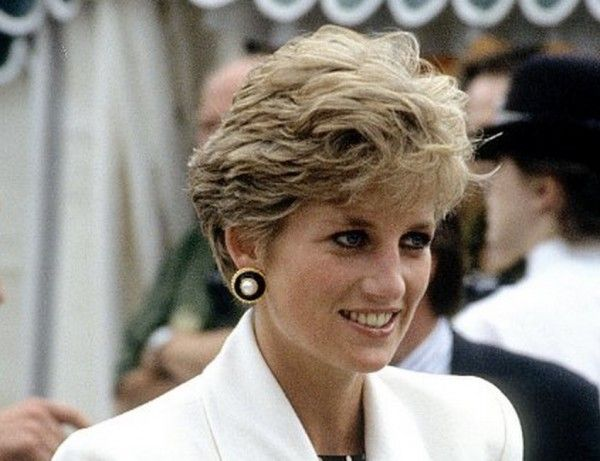 This rare photo of Princess Diana is making our hearts flutter