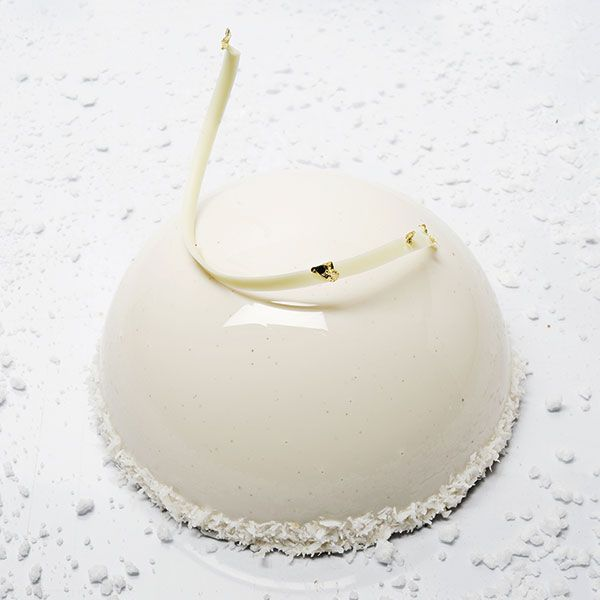 Dômes of lychee and coconut mousse and a crème citron