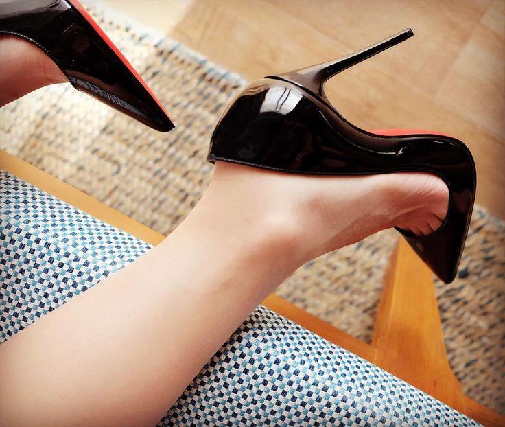 скрытый них видео целовать обувь женщинам помисли какво