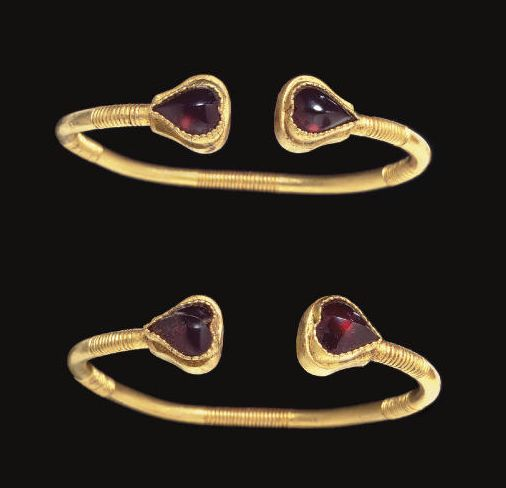 A PAIR OF GREEK GOLD AND GARNET BRACELETS CIRCA 1ST CENTURY B.C.