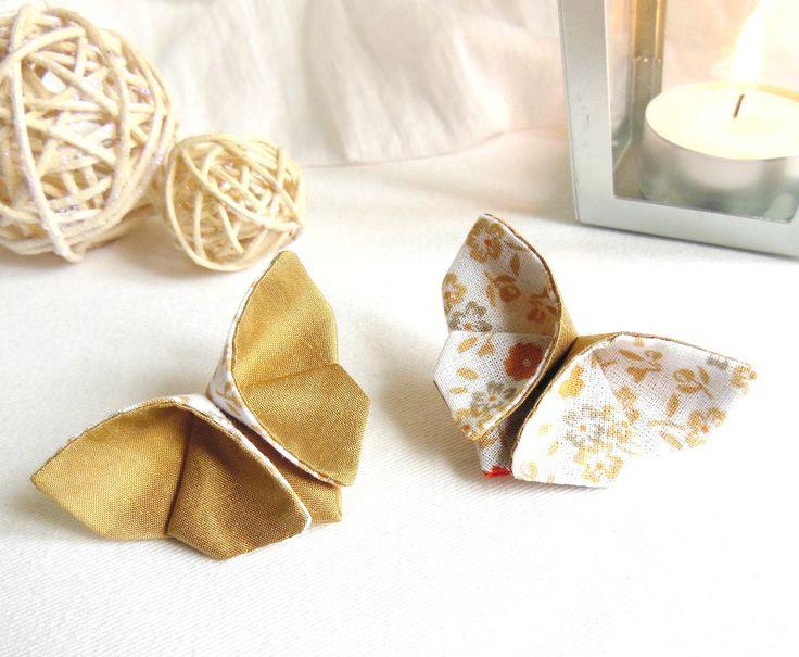 PAPILLONS origami en tissu soie sauvage beige doré et coton à fleurs camel orange kaki blanc sur pinces : Accessoires coiffure par latelier-dans-larbre