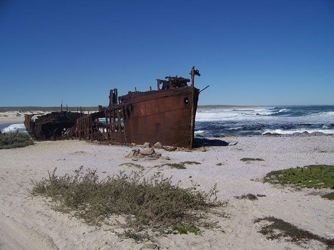 SA Parks - Diamond Coast - Shipwreck.jpg (650×488) South African shipwreck on the Diamond Coast