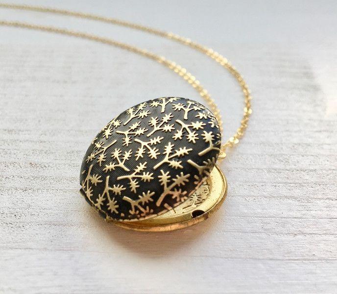 Medaillonketten - Black Beauty Messing Eichenblatt Medaillon Kette - ein Designerstück von MiMaMeise bei DaWanda