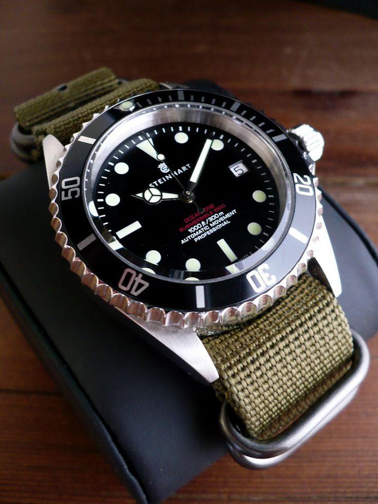 Steinhart Ocean One Vintage Red Watch Relojes