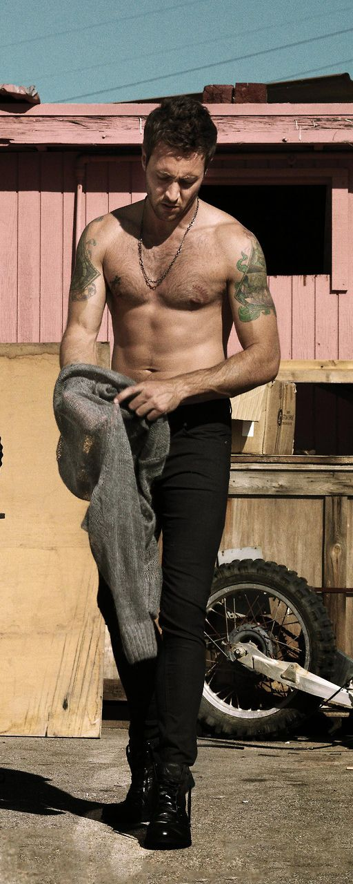 ALEX O'LOUGHLIN  (Click through for uncropped image)