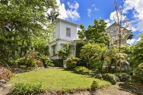 Grand Estate By The Bay | 1872m - Premium Real Estate