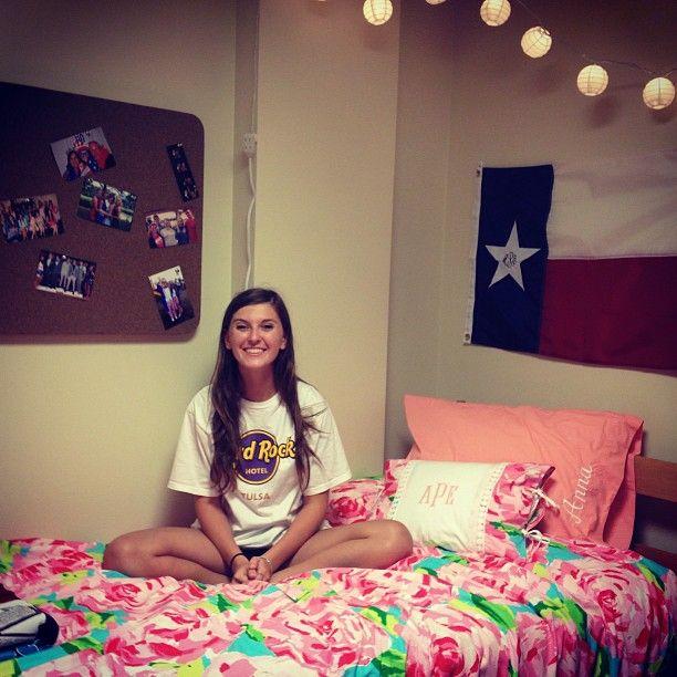 Love this dorm room   Dorm inspirations:)   Dorm room