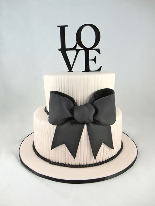 Bold Black & White Cake Photo | Beautiful Cake Pictures