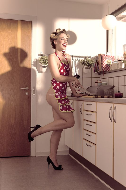 sexy-woman-in-kitchen
