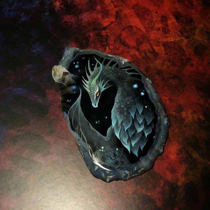 #necklace #pendant #handpainted #handmade #dragon #fantasy #tale #dark #agate #oilpainting ##кулон #роспись #дракон #темныйдракон #тьма #ночь #ручнаяроспись #агат #масло