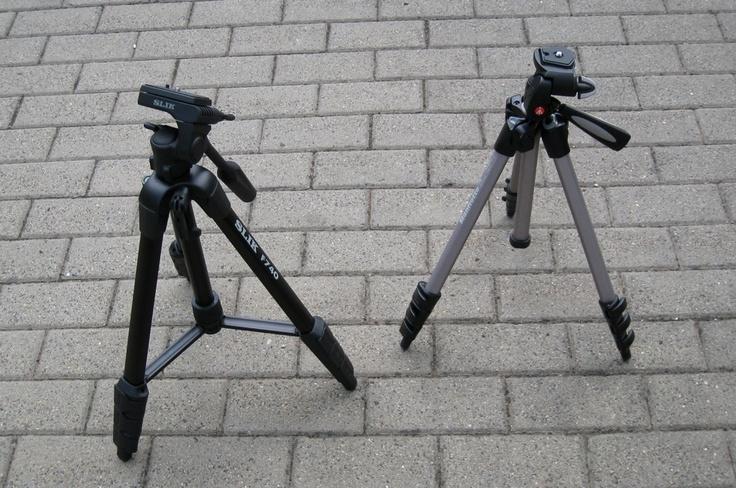 Auf drei Beinen: Slik und Manfrotto Stative - Mehr Unter: http://media-mixture.de/technik/stative-im-test-manfrotto-mk393-h-und-slik-f740-gunstig-und-fur-einsteiger/