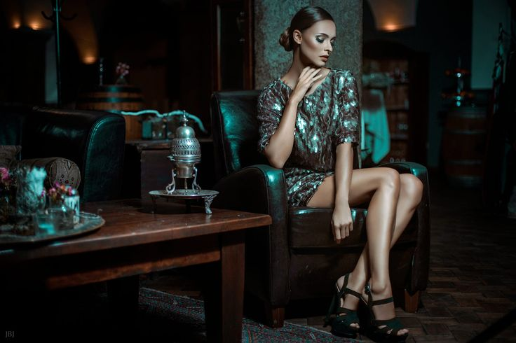 Model: Julia Furdea Miss Austria 2014  H&M: Claudia Kriechbaumer Cambio Beautyacademy   Fashion: Martina Mueller Callisti www.callisti.at   Location: Schloss Mühldorf   Fotografin: Judith Bender-Jura JBJ