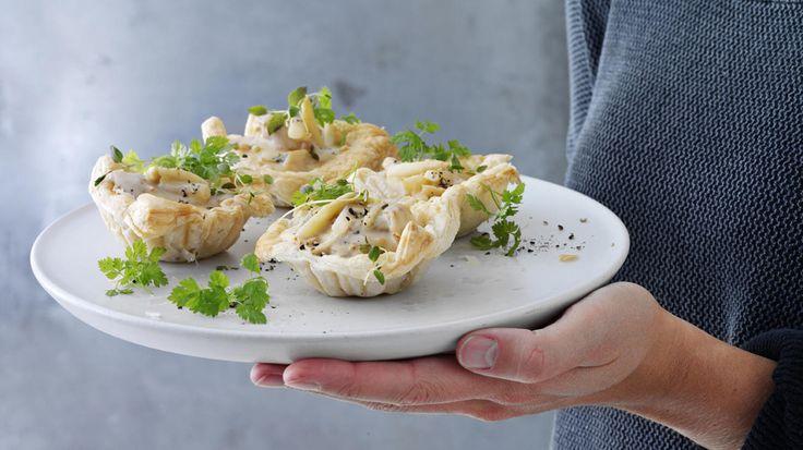 Skønne tarteletter med høns i asparges efter brødrene Prices bedste opskrift - tarteletter er ægte mormor-mad, når det er bedst. En stensikker favorit.