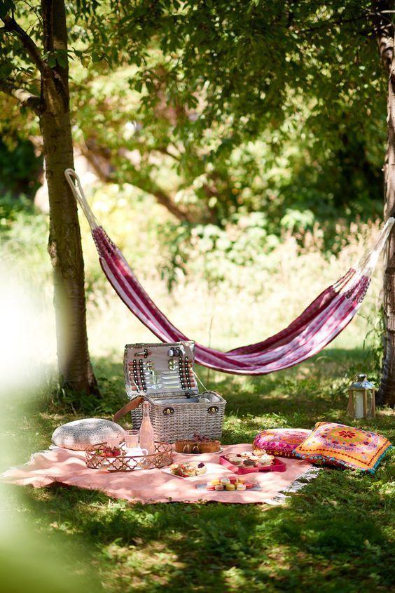 I dream about hammocking on picnic.
