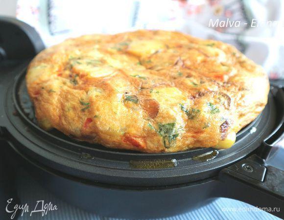 Тортилья де пататас. Ингредиенты: картофель, яйца куриные, лук красный