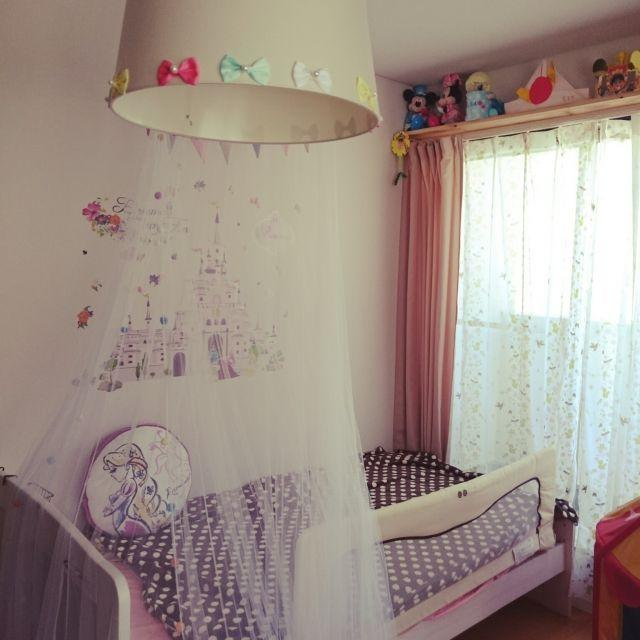 shizuneさんの、ベッド周り,IKEA,ベッドルーム,子供,ディズニープリンセス,棚 DIY,ウォールステッカー♡,こどもと暮らす。,カーテンリメイク,てんがい 天蓋,照明リメイク♪,のお部屋写真