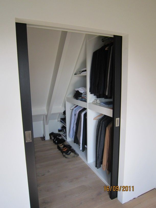 Interieurideeën | Walk in closet voor op zolder. Door nancy75 - pocket door underneath the stairs