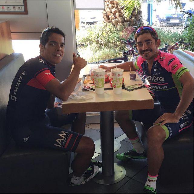 jserpa01Tomando café con mi compadre @jarlinsonpantano01 #criterium #francia #imparable #Colombia #latinoamerica #leon #jarlinsonpantano #joseserpa #bigote #McDonald's