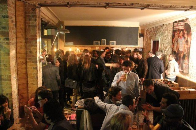 Le Kiez, biergarten et currywurtz à Paris - Nuit - Merci Alfred