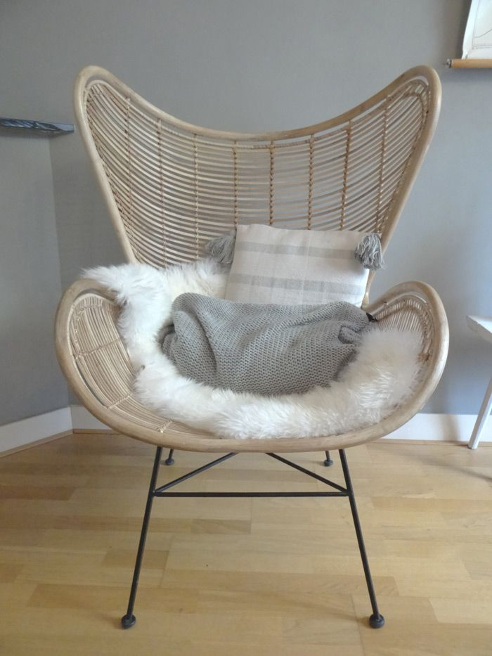 Soms zie je online of in een woonmagazine zo iets moois voorbij komen. Dat moet je hebben. Bij mij was dit de Egg Chair van HK Living. Gekocht en gestijld!