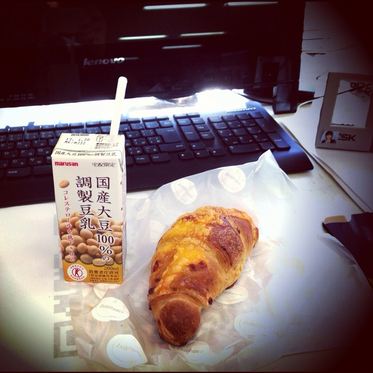 Soy milk & Cheese Croissant