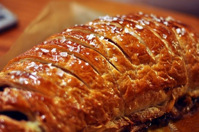 Il filetto alla Wellington di Gordon Ramsay è una delle ricette più conosciute in tutto il mondo ed è un secondo di carne da preparare per le occasioni importanti