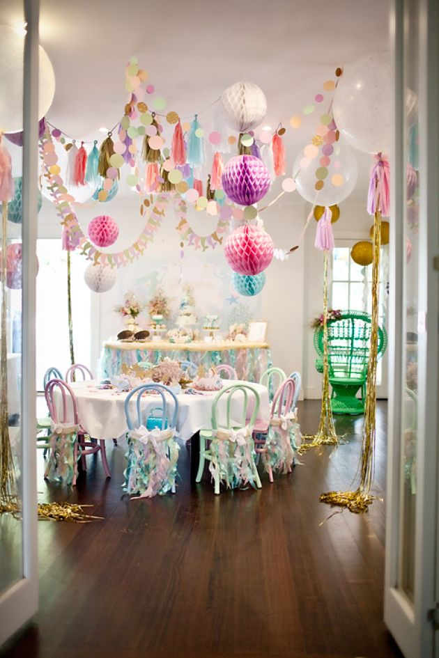 "A ""Sparkly Mermaid Party"" decoration."