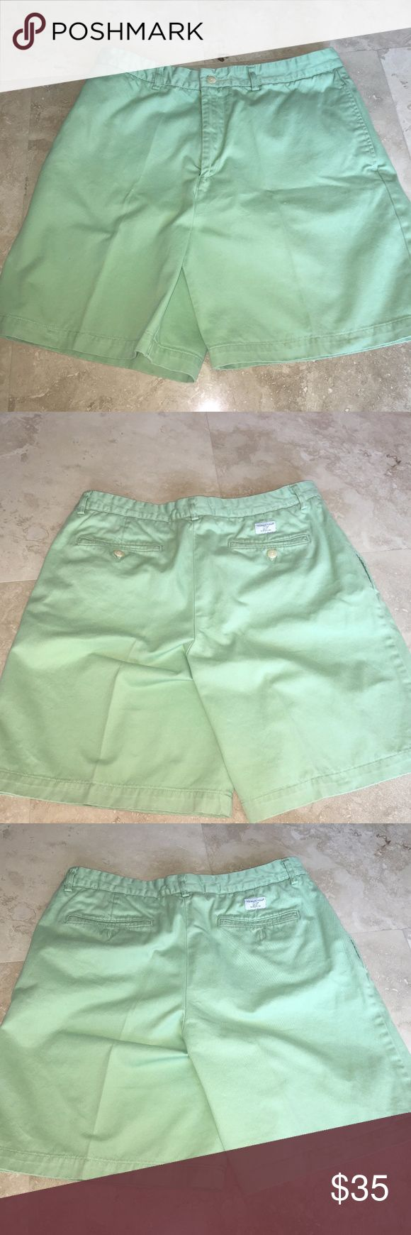 MEN'S Vineyard Vines mint green shorts Size 34 Fabulous Vineyard Vines shorts in light green.  Side pockets and back pocket. Flat front.  In Excellent pre-owned condition. Size 34 • 1/4-top pockets to reduce bunching  • A true straight leg lends a clean look Vineyard Vines Shorts Flat Front