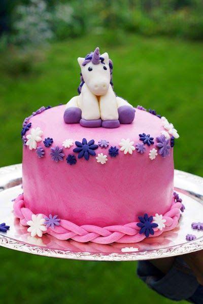 Einhorn Torte - unicorn cake mit bunter Überraschung. Tolle Idee für den nächsten Kindergeburtstag