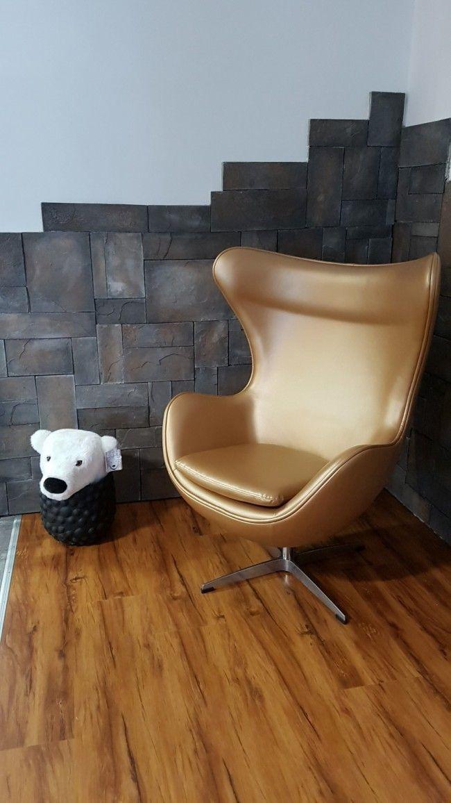 geweldig Egg stoel, steenstrips en laminaat dat allemaal bij Houzz88