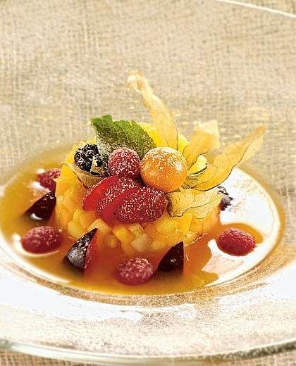 """Tartare di frutta fresca in """"guazzetto"""" di melone e papaia"""