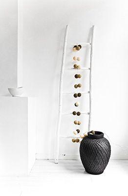 Happy Lights- valosarjoja on tulossa väreissä, valkoinen, musta, hopea, kulta, harmaa ja kaikissa näissä sekoituksissa... Selkeästi menossa, joku pallojuttu..On ne niin hauskoja :D