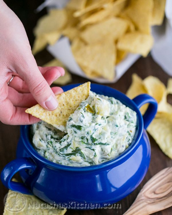Skinny Spinach and Artichoke Dip with Greek Yogurt. 56% less fat with all the same amazing flavor! @NatashasKitchen