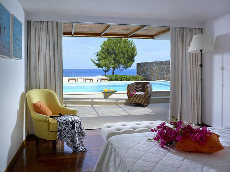 St Nicolas Bay Crete Resort Hotel & Villas. With high standards of comfort and superb service, excellent facilities, and its own Blue Flag beach, this luxury hotel in Crete is stylish, superbly placed and a firm favourite with CV Villas' guests
