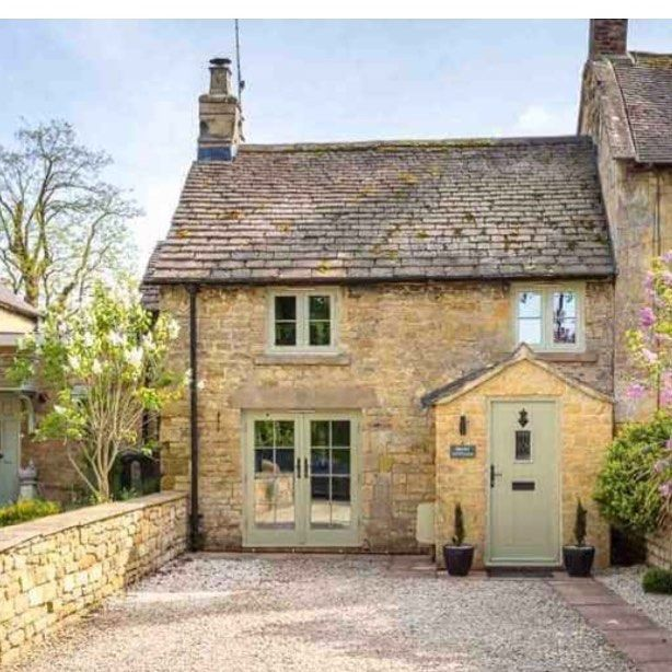 Inspiration For Rosehill Cottage In The Movie The Holiday This Beauty Is Called Slatters Cottage And Is Si Cotswolds Cottage Cottage Exterior English Cottage