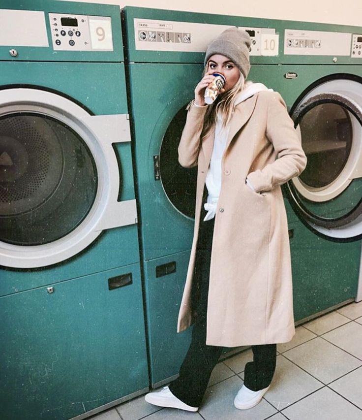 Claarje Rose, Dutch blogger, camel coat, winter fashion, black flared trousers