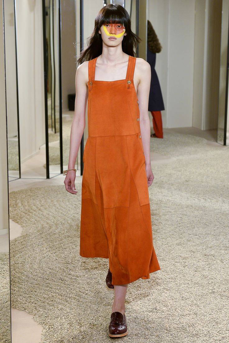 See the complete Hermès Resort 2018 collection.