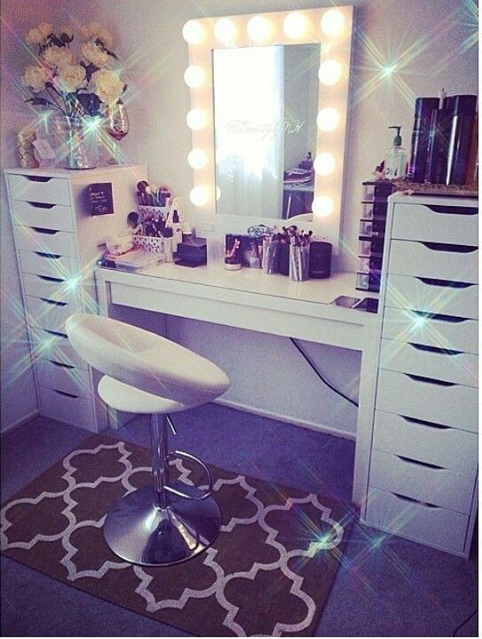 LOVE this vanity setup!! & I will definitely own a Vanity girl hollywood mirror!
