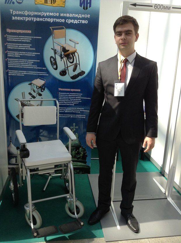 Инвалидное кресло-трансформер разработал Виктора Карпушина и специалистов ОАО «Научно-производственное Объединение «Квант» из нижнего Новгорода.