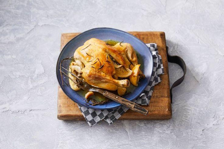 Kip heeft eigenlijk niet veel meer nodig dan goede kruiden. Rozemarijn doet 't bijvoorbeeld heel goed! - Recept - Allerhande
