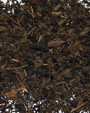 Patchouli - Pogostemon Cablin.   L'olio di #patchouli è ottimo per pelli secche, danneggiate e mature e per la cura del cuoio capelluto. Inoltre, è utile contro la stanchezza e lo stress.   Il suo aroma è afrodisiaco e aiuta a risvegliare il desiderio sessuale.   Solo per uso esterno.