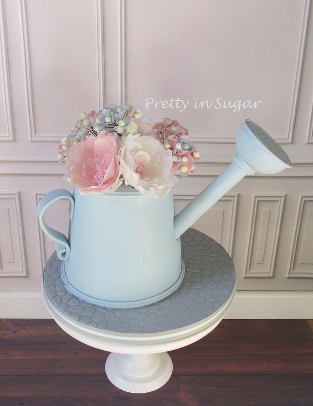 Watering Can, Wafer Paper Flowers | Regador com flores em hóstia. Cake stand by Coco&Baunilha.