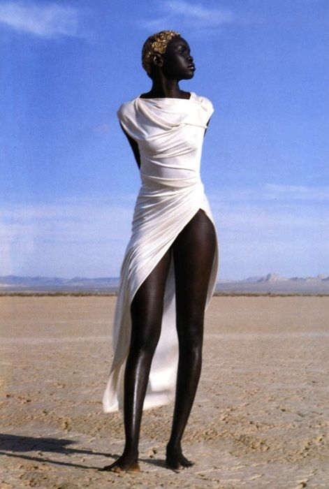 ❤ Wow her skin looks so smooth and rich its amazing! If I saw her in person I'd be like whoa... And I'm black myself lol