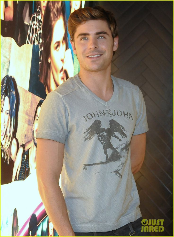 Connor look alike.. omg.. creepyy... but Zac is oohhh so sexy!