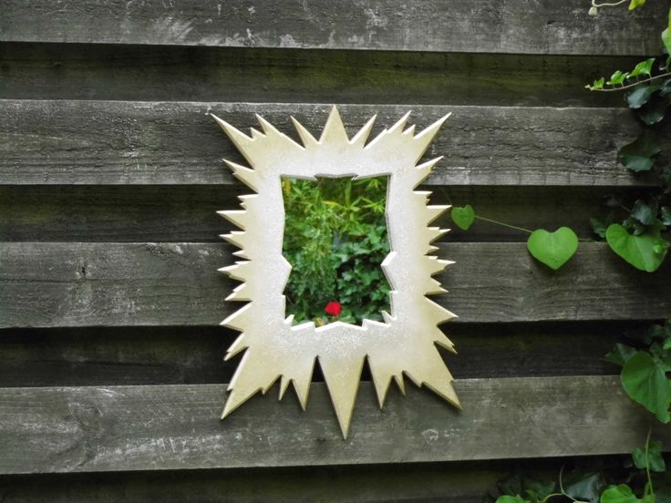 Even the plants and flowers are in love <3 wwith our Mirror. Frozen Princess mirror from Funky Mirrors. :) xxx