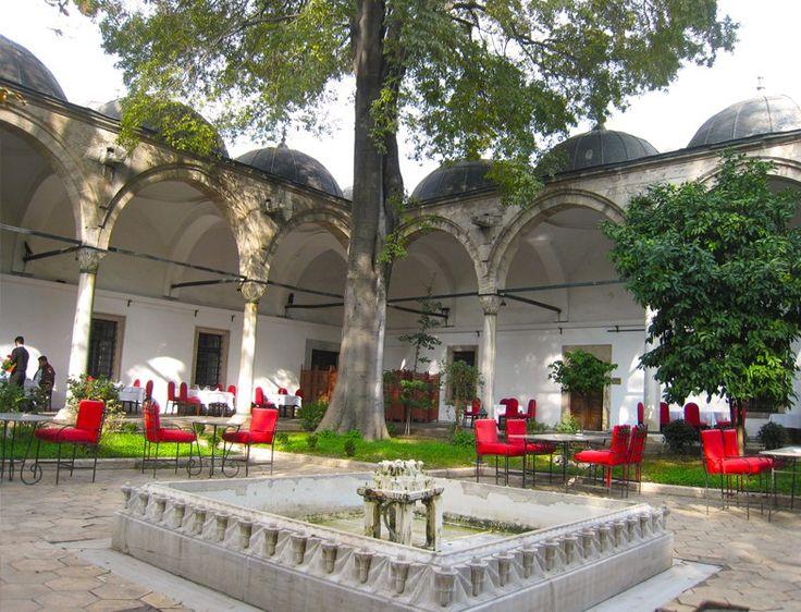 İstanbul İftar Mekanları - Darüzziyafe http://www.yesiltopuklar.com/istanbulun-en-iyi-iftar-mekanlarini-sectik.html