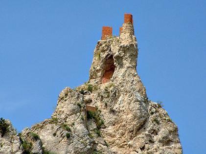 Castello di Pietrarossa: dalle origini di Caltanissetta a quelle del cannolo - Siciliafan