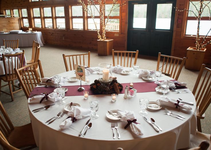 Easy Way To Dress Up Those Plain White Table Linens At A Wedding   Order  Colored